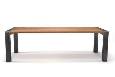 Industriedesign Tisch Eiche in astfreier Qualität nach deinem Maß produziert.