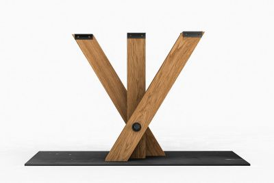 Tisch Mittelfuß Gestell mit gekreuzten Beinen aus Eiche und einer Bodenplatte aus massivem Eisen