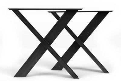 Detailansicht des Tischgestell Kreuz aus Stahl mit den charakteristischen Rohstahlmerkmalen.