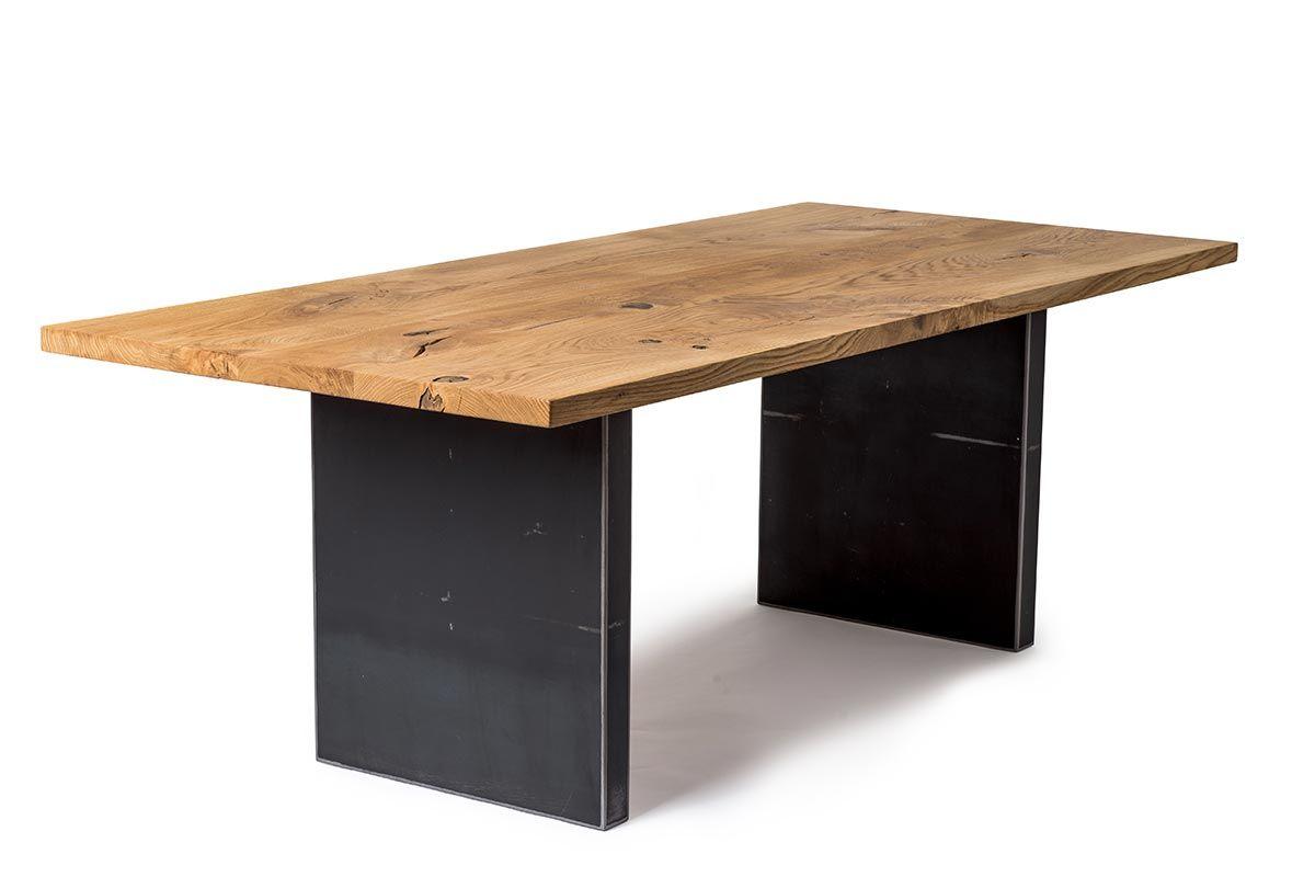 Vollholz Tisch aus Eiche mit gekanteten Stahlwangen