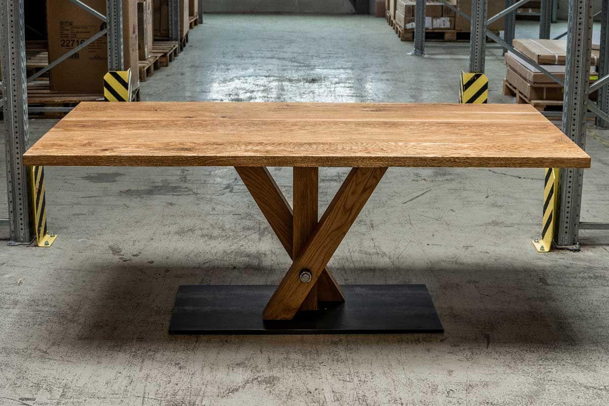 Nach Maß: Massiver Tisch Eiche mit Mittelfuß in Fächerform