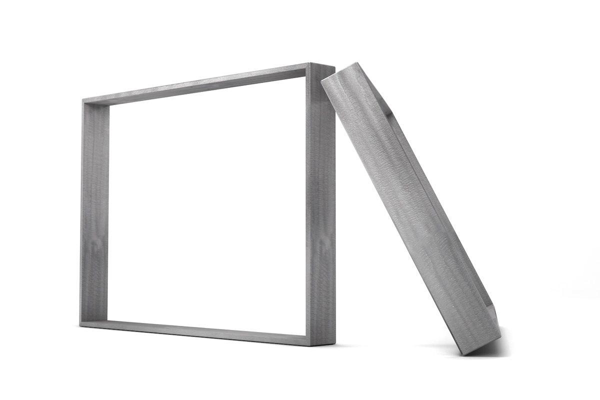Tischgestell Metall nach Maß in einem filigranen Design gefertigt