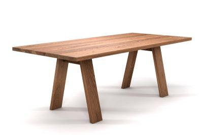 Masstisch Eiche mit Holz-Tischbeinen schräg