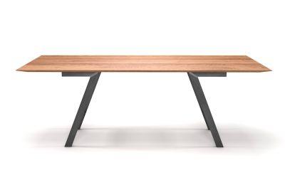 Eichenesstisch mit Facettenkante nach Maß und Stahl Tischbeinen gefertigt