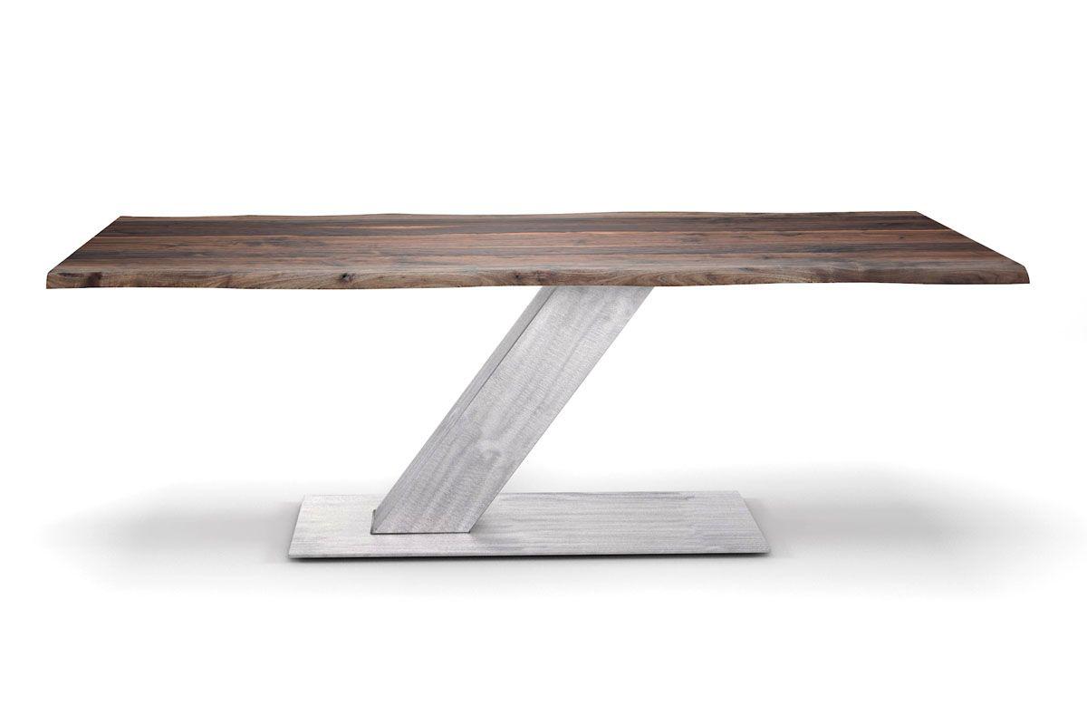 Moderner Baumtisch Nussbaum im Factory-Style mit stylischen Stahl Mittelfuß
