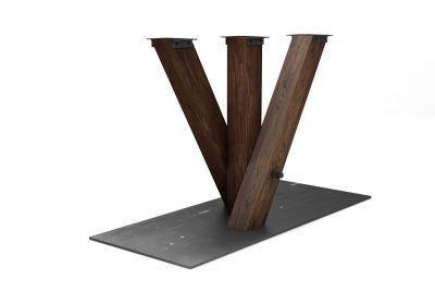 Gekreuztes Tischuntergestell aus Nussbaum mit massiver Bodenplatte aus Roh - doer Blankstahl