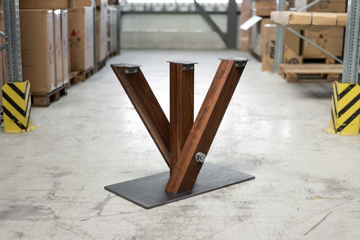 Esstisch Mittelfuß Nussbaum auf Maß mit Stahl Bodenplatte