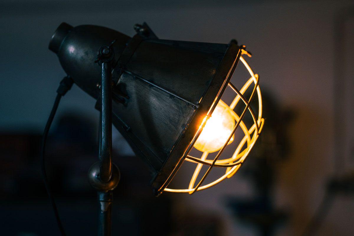 Tripod Stehlampe Industrial