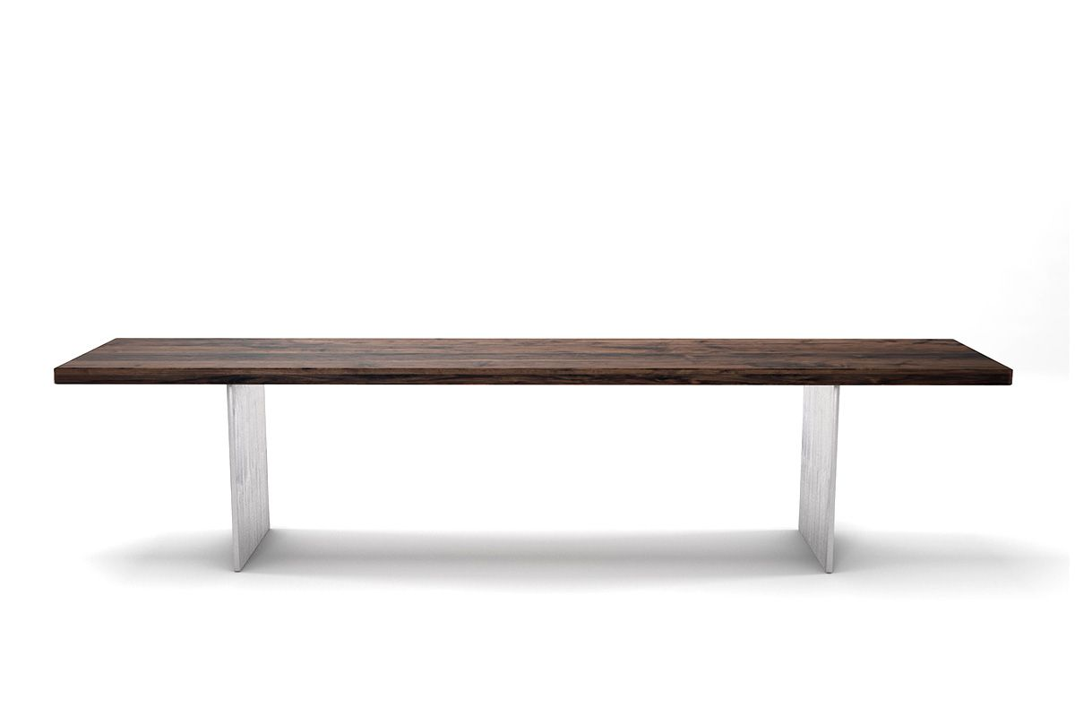 Nussbaum Sitzbank mit Astanteil nach Maß mit Wangen aus Stahl gefertigt.